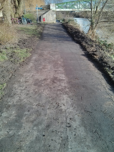 Sustrans volunteers re-exposing over 1 metre width of the overgrown river path.