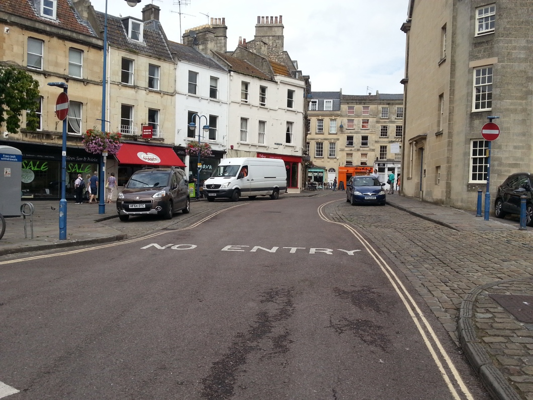 View from Trinity Street up New Street (Kingsmead square). No markings for the cycle contraflow.