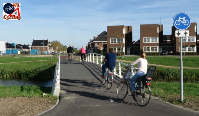 Main cycle route in a city expansion