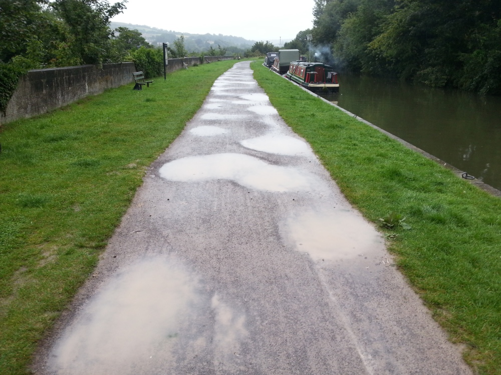 Cyclists used to try and prevent towpath repair (1/4)